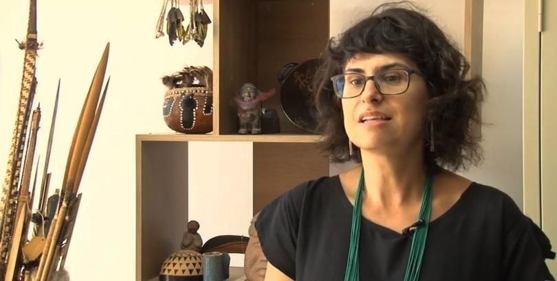 """""""Não podemos naturalizar que essa doença vai chegar, vai se transmitir rápido nas comunidades e matar algumas pessoas"""" - Entrevista com Ana Lucia Pontes"""