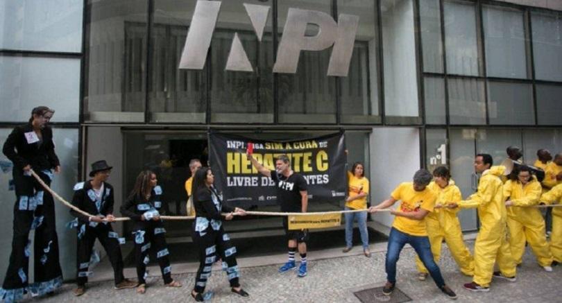 """""""Nós só temos que pensar na saúde pública e nas pessoas que morrem de Hepatite C"""" diz Reinaldo Guimarães"""