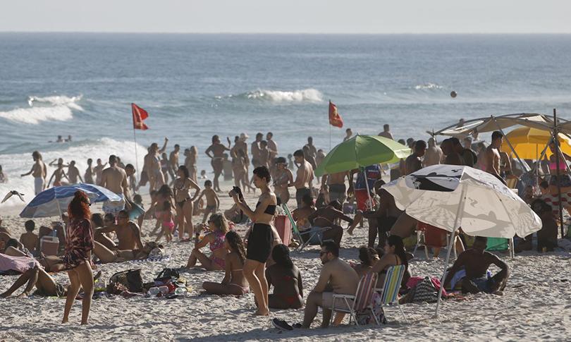Coronavírus e verão: pesquisadores comentam aumento de casos